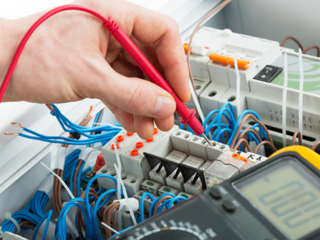 Connect With an Emergency Electrician Quickly